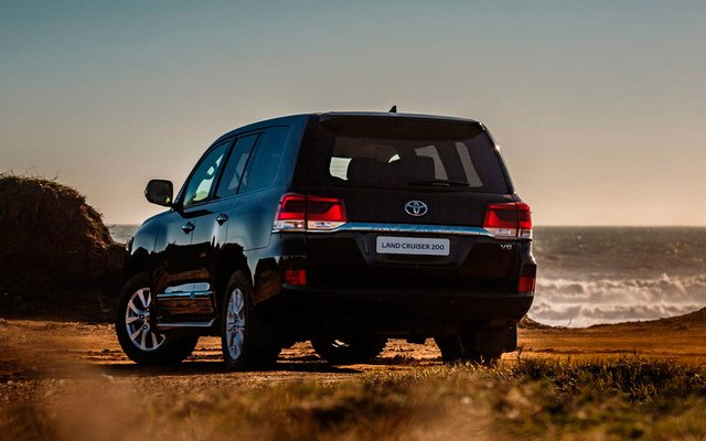 Toyota Land Cruiser 200 Престиж 4,5л Твин-турбо дизель 6 АКПП